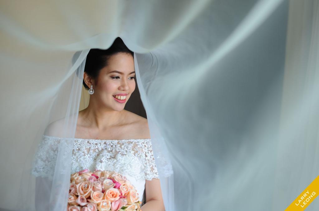 veil shot bride church